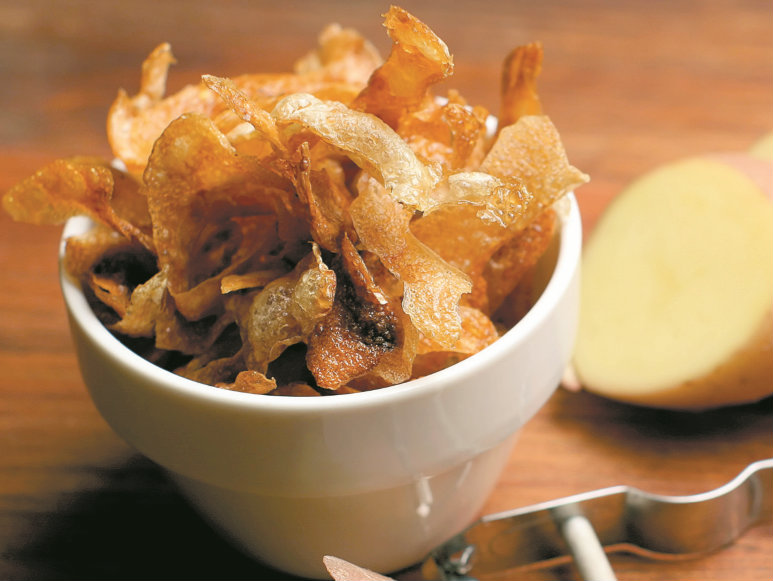 Cascas de batata fritas