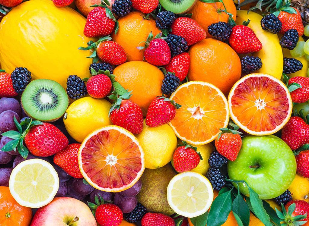 Conheça as 5 melhores frutas para comer na praia