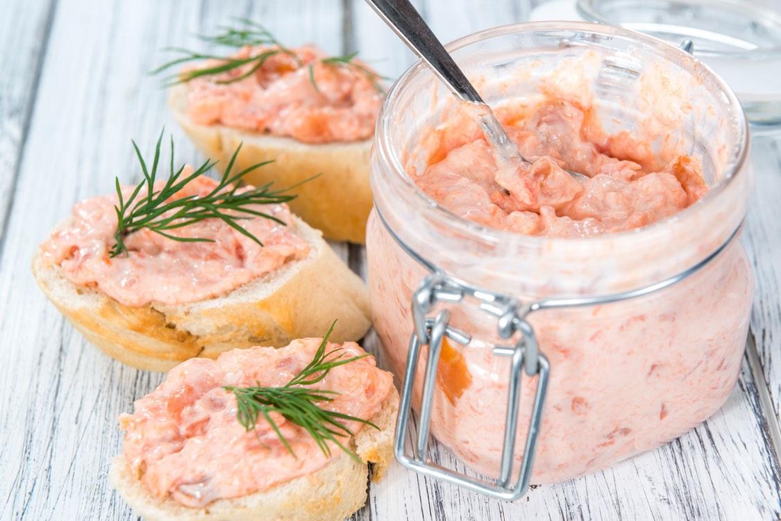 Paté cremoso de salmão, para uma tarde de petiscos