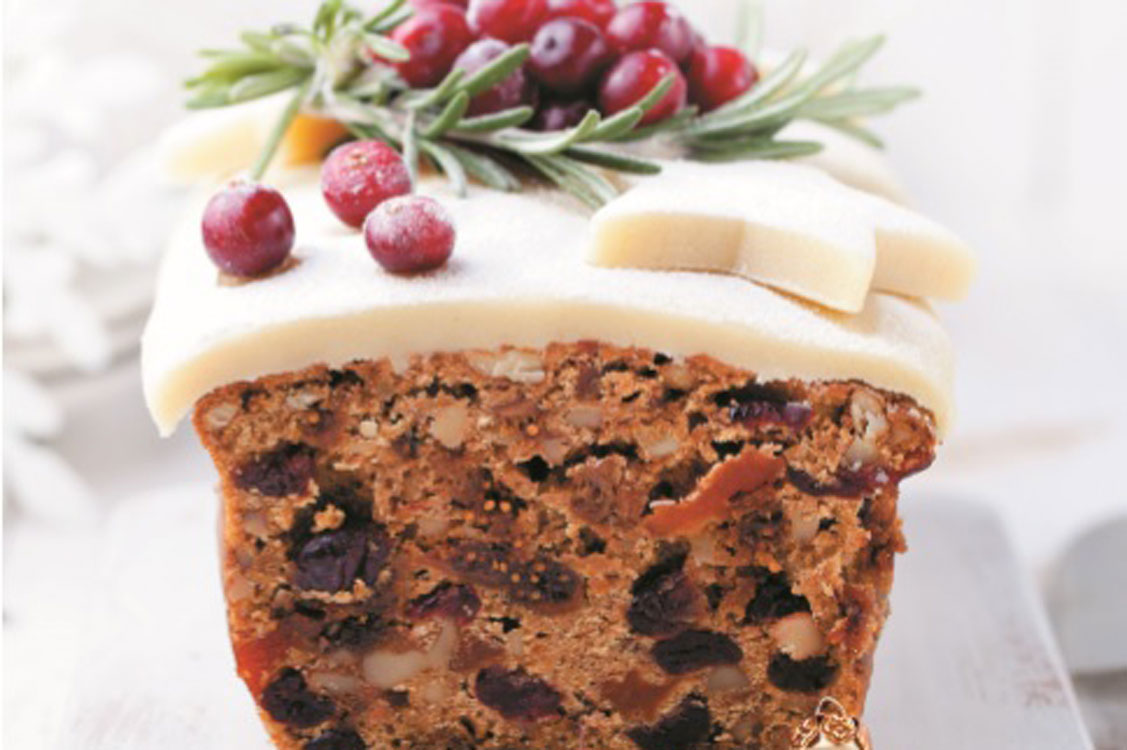 Quer uma passagem de ano inesquecivelmente saborosa? Prove este bolo de frutos!