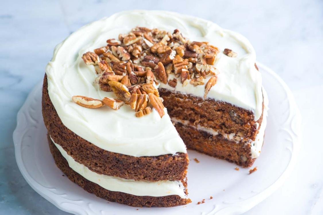 Comece já a pensar no lanche de Páscoa com esta receita de bolo de cenoura!