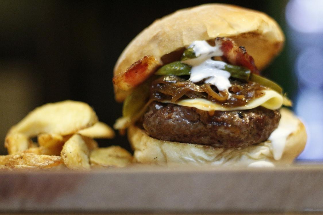 Esta receita de hambúrguer tem um tempero secreto… e muito delicioso!