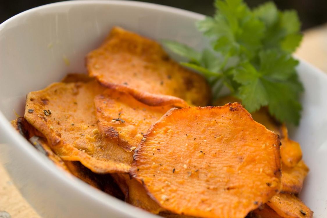 Chips de batata-doce: para comer quando quiser, sem engordar!