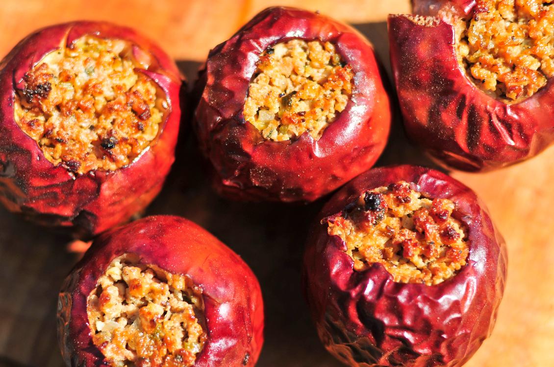 Maçãs recheadas com granola e frutos secos