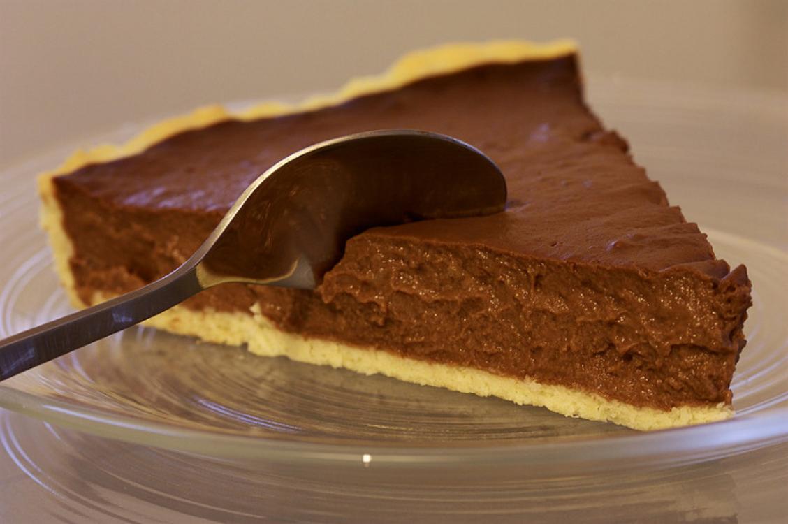Tarte de chocolate simples: é cremosa e deliciosa!