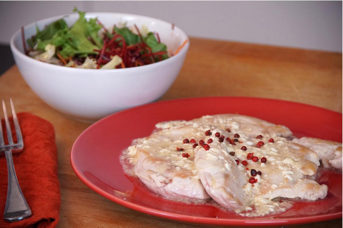 Bifes de frango com molho de iogurte