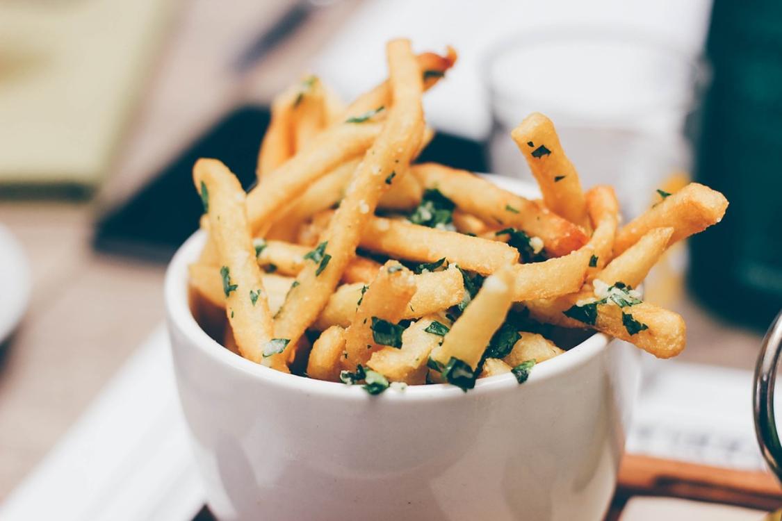 Saiba como preparar umas batatas fritas perfeitas!