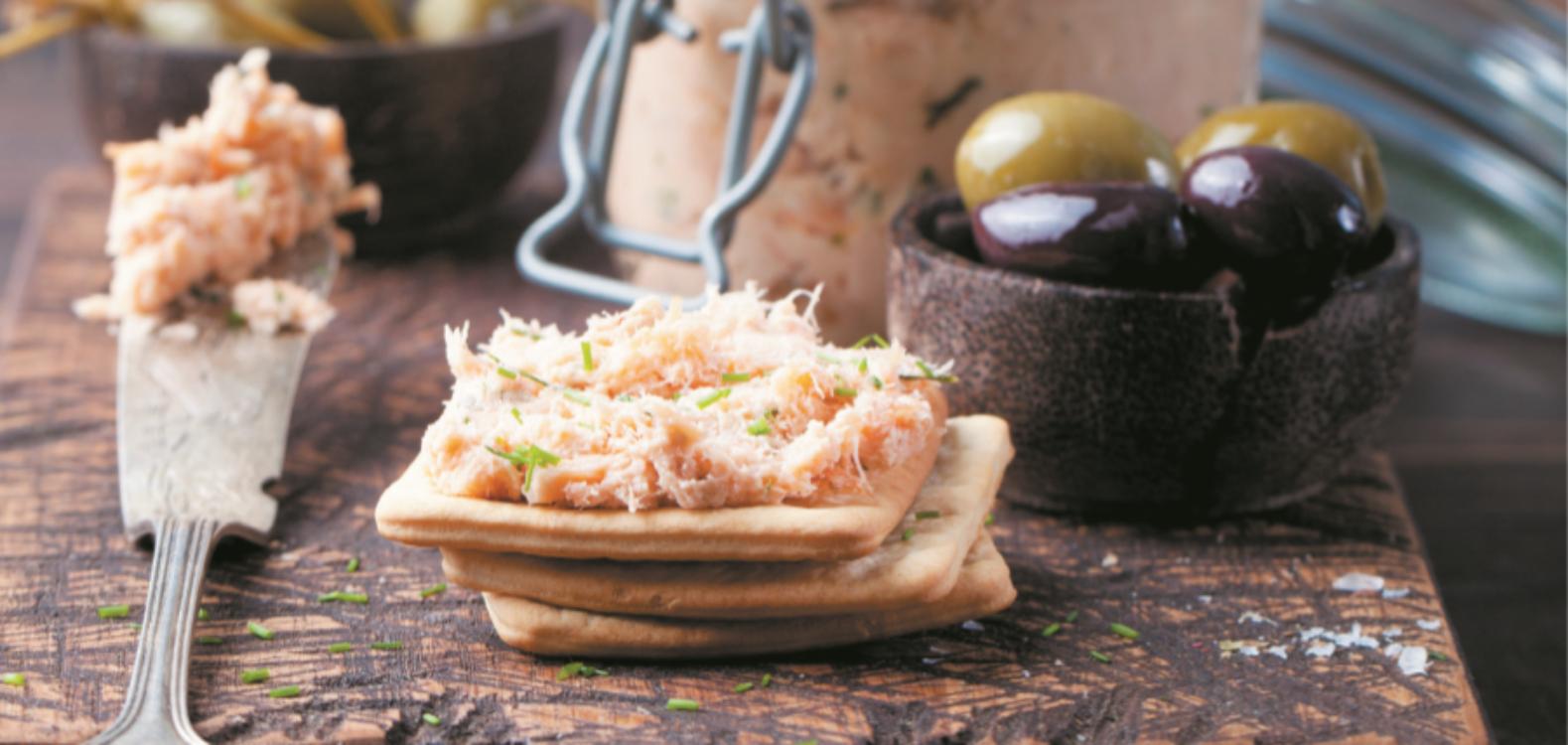 Paté de salmão e parmesão