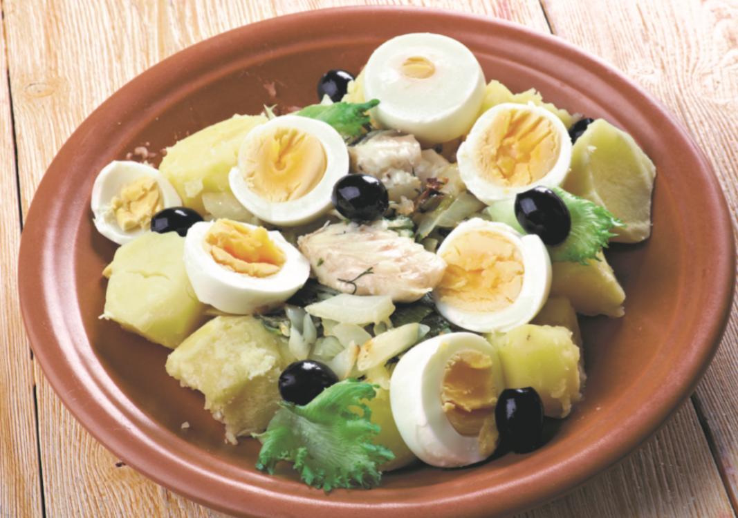 Salada de sobras de bacalhau: imagina roupa velha mais saudável?
