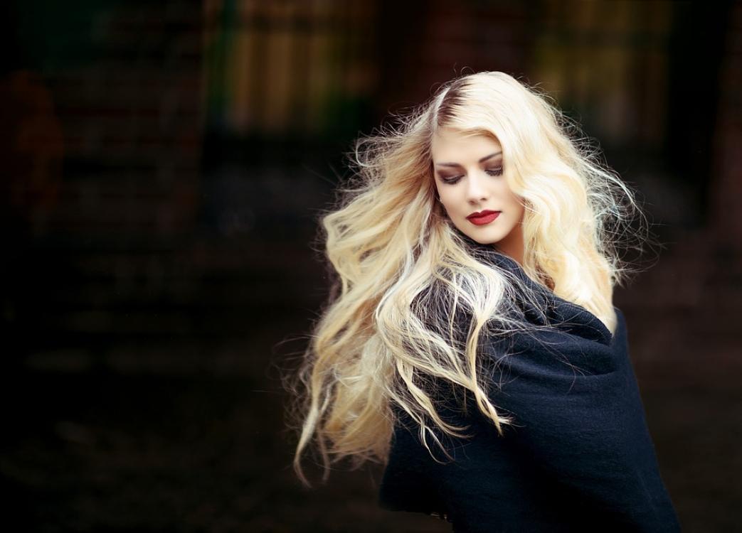 Tenha um cabelo hidratado e brilhante… graças ao soro fisiológico!