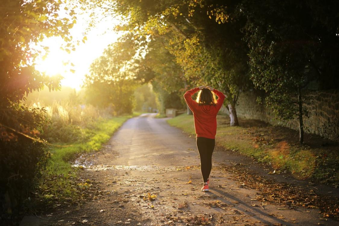 Caminhar ajuda mesmo a perder peso e põe-nos em forma!