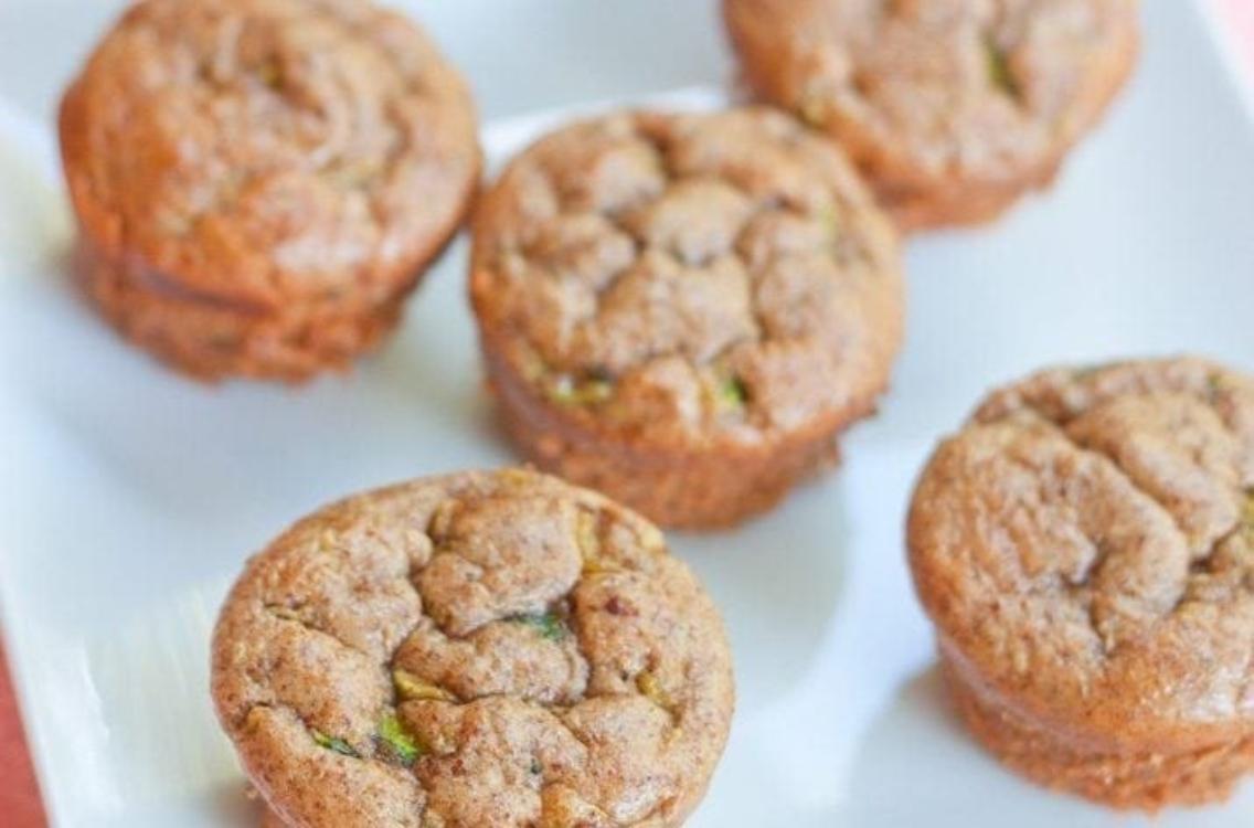 Muffins de curgete e manteiga de amêndoa sem glúten: com apenas 87 calorias!