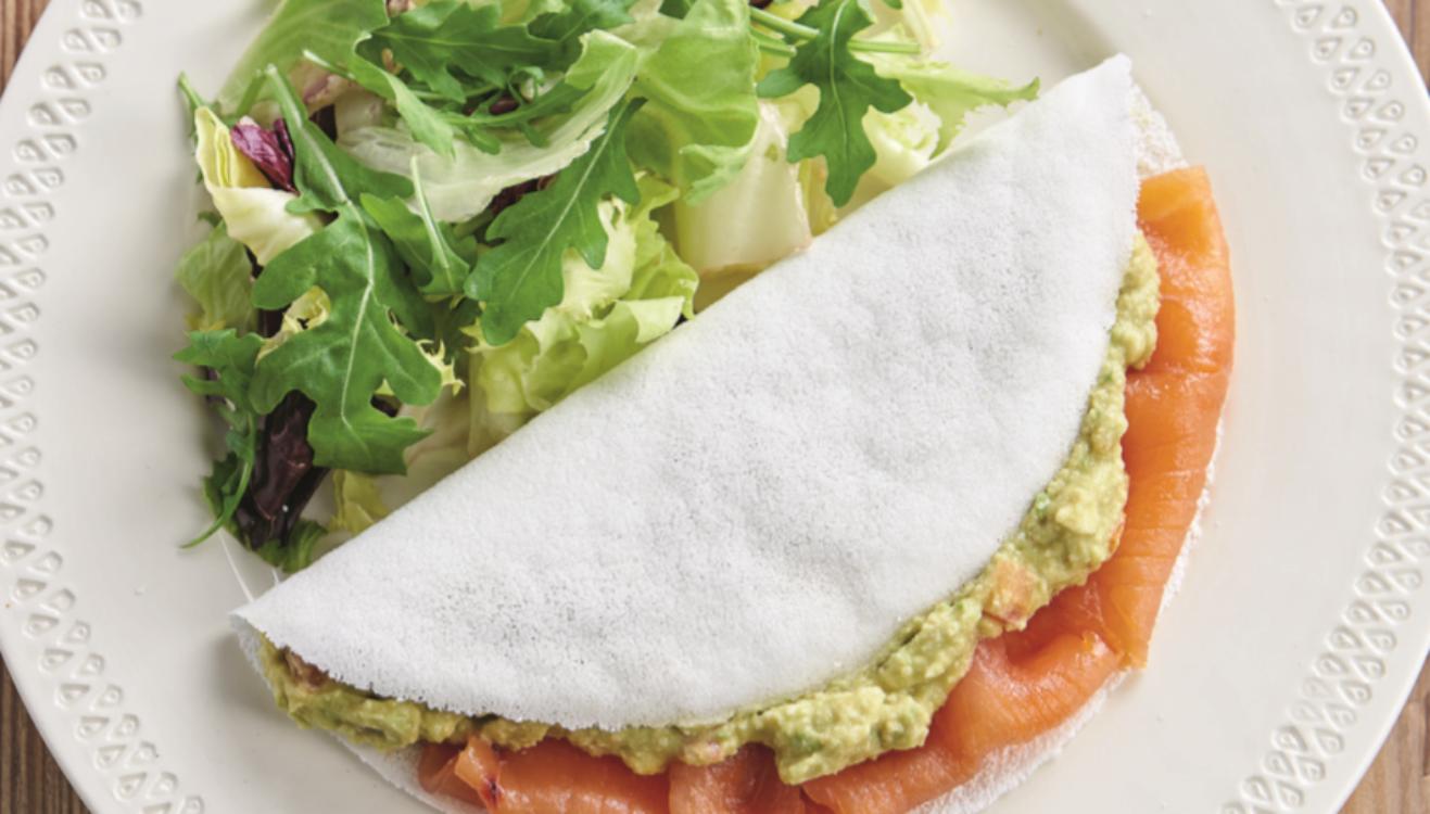 Tapioca de salmão e guacamole