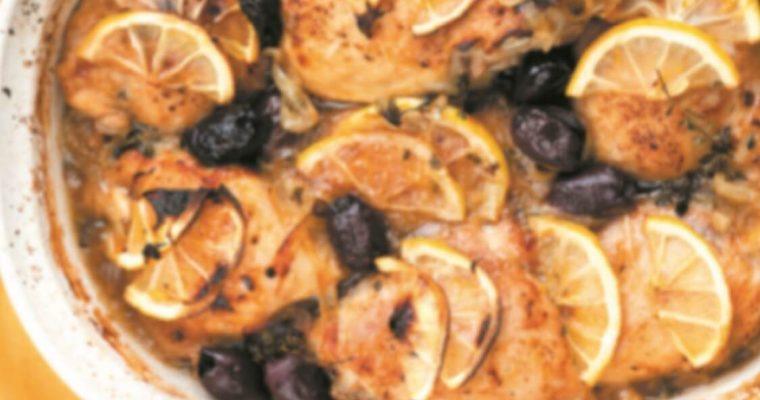 Frango assado com limão, tomilho e alho: uma receita imperdível!