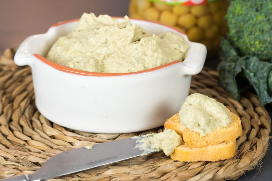 Húmus com brócolos: um paté saudável para os seus snacks!