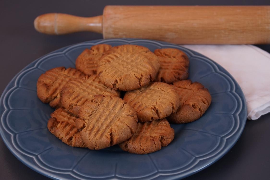 Bolachas de manteiga de amendoim: só precisa de 3 ingredientes!