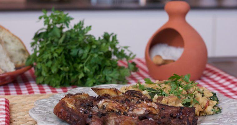 Costeletas de novilho com migas: uma delícia de receita!