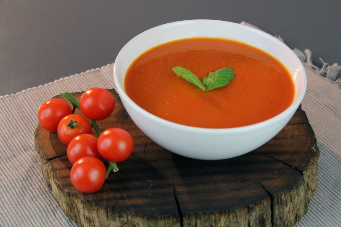 Sopa de tomate e hortelã: para quem é fã de uma boa sopa!