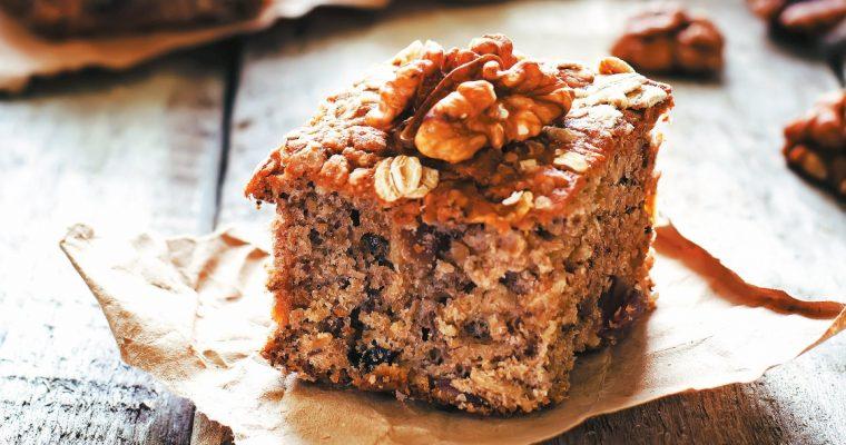 Bolo de farinha de aveia e nozes: para um lanche em família!