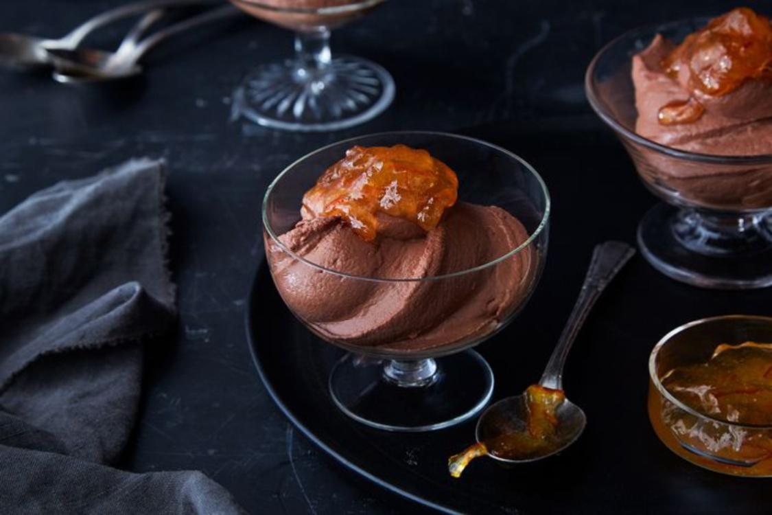 Mousse de chocolate e iogurte grego para um doce Dia dos Namorados!