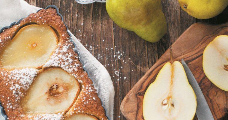 Delicioso e original: bolo de pera com amêndoa
