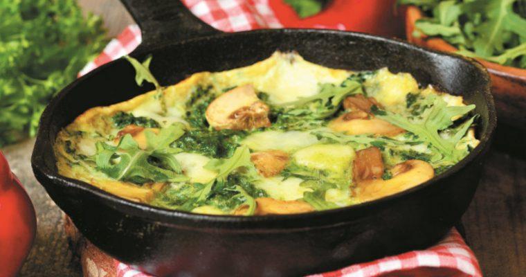 Fácil e rápido: omeleta de cogumelos e espinafres