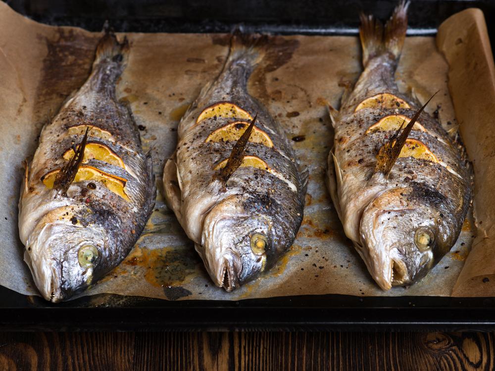 A receita de douradas com laranja da Lara Afonso