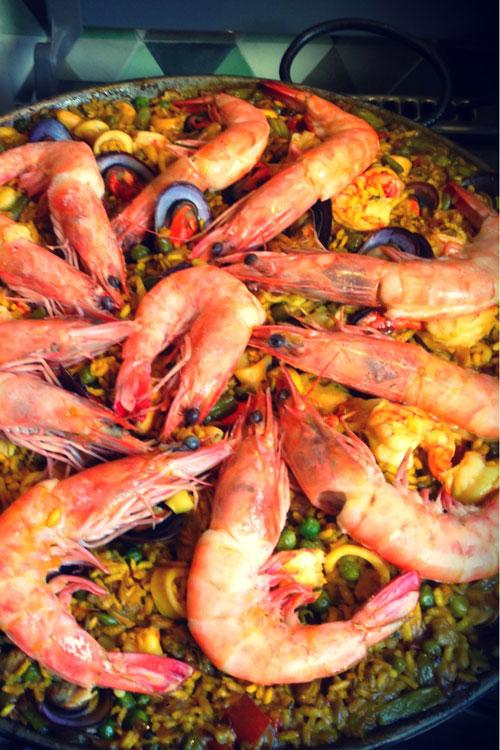 """""""Viaje"""" comigo até Espanha com esta saborosa paella à valenciana"""