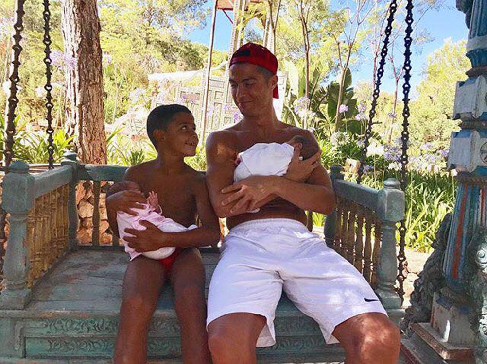 As primeiras férias de Cristiano Ronaldo com os três filhos