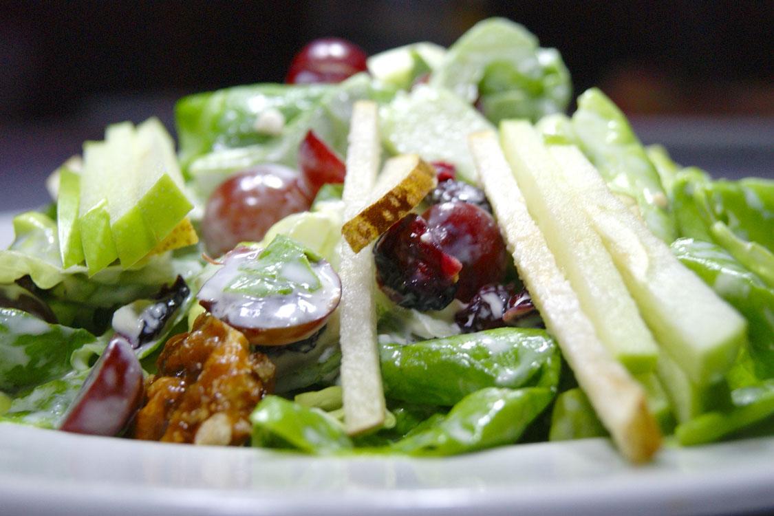 Porque não pera e uva na salada?