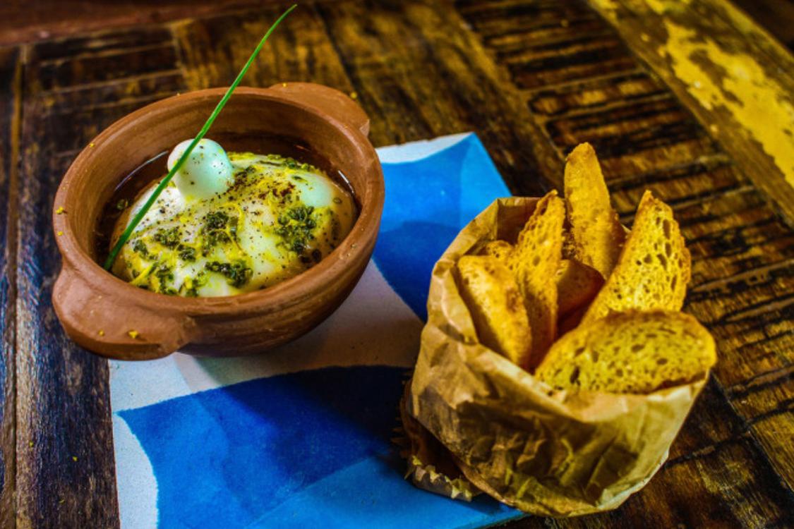 Burrata perfumada com limão
