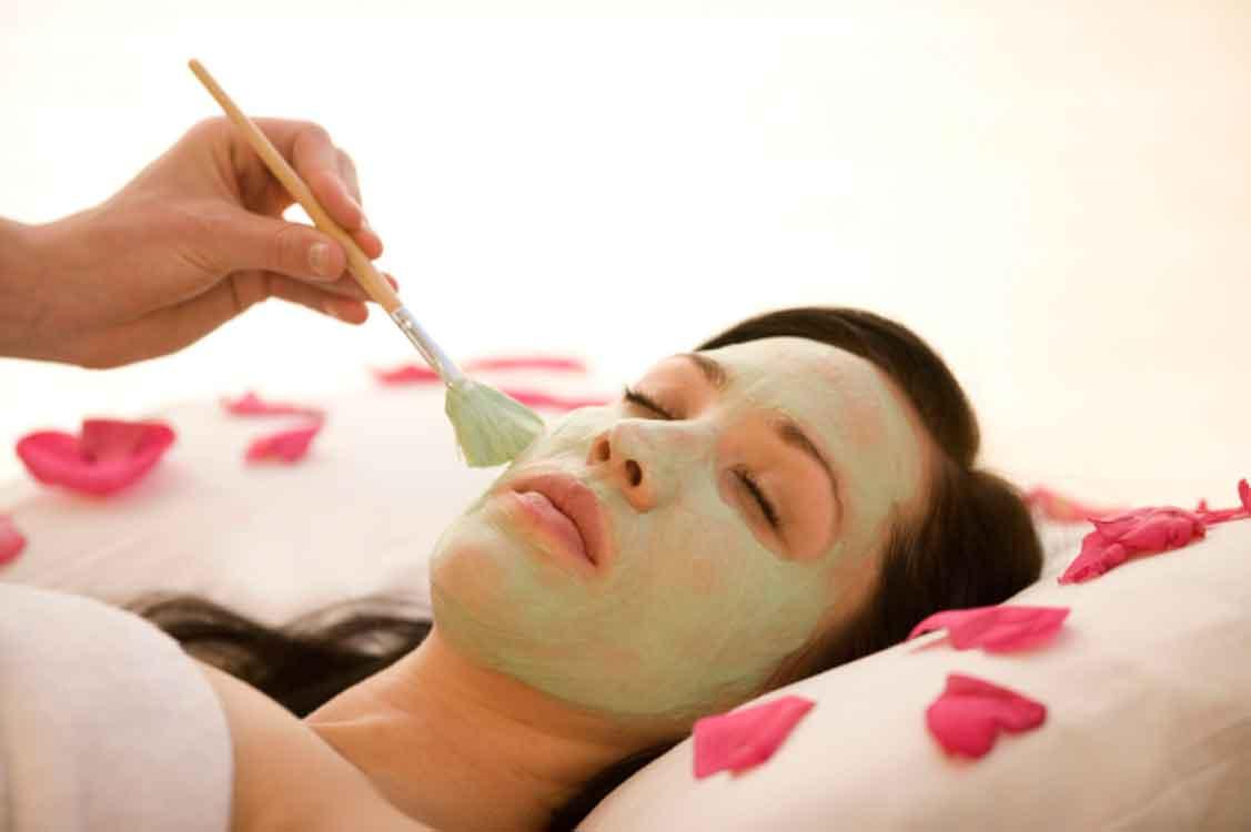 7 coisas (muito) estranhas que as celebridades usam para cuidar da pele