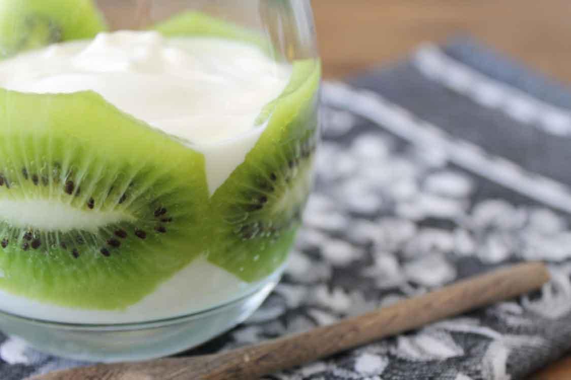 Parfait de iogurte e kiwi: rápido e fresco