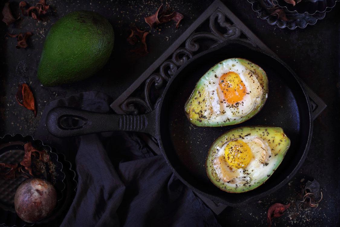 Abacate assado com ovo
