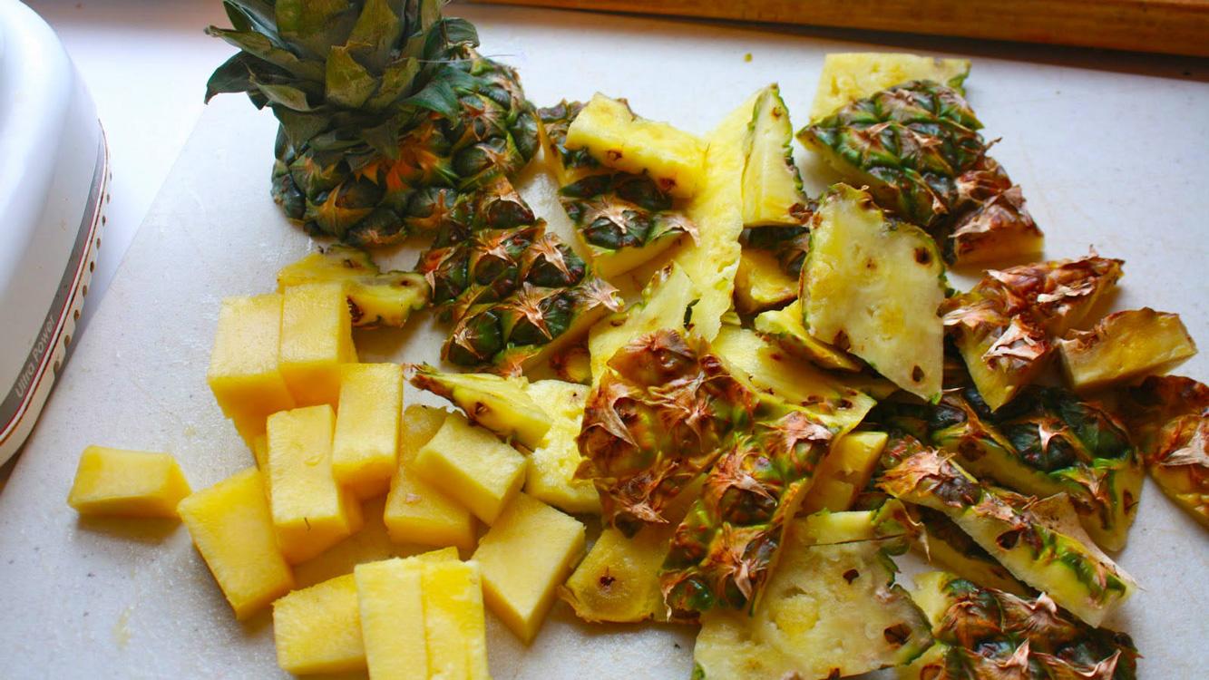 Use a casca de abacaxi para desintoxicar o corpo e eliminar muita gordura, resultados numa semana