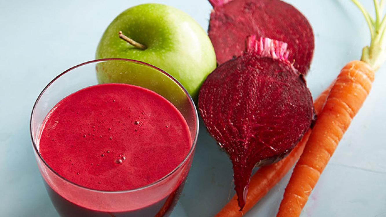 Comece o dia com este sumo especial para eliminar anemia, regular o colesterol, aumentar a imunidade e desintoxicar o fígado e o intestino
