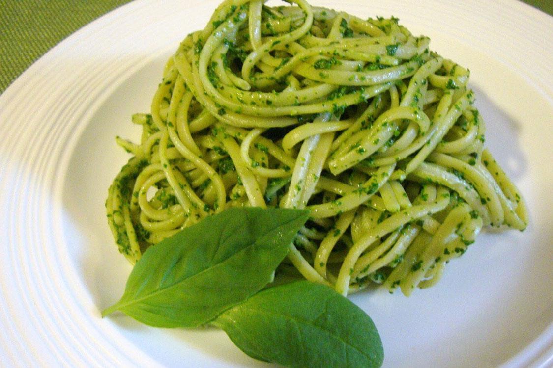 Quer uma refeição saudável e sofisticada? Linguini ao pesto é a solução