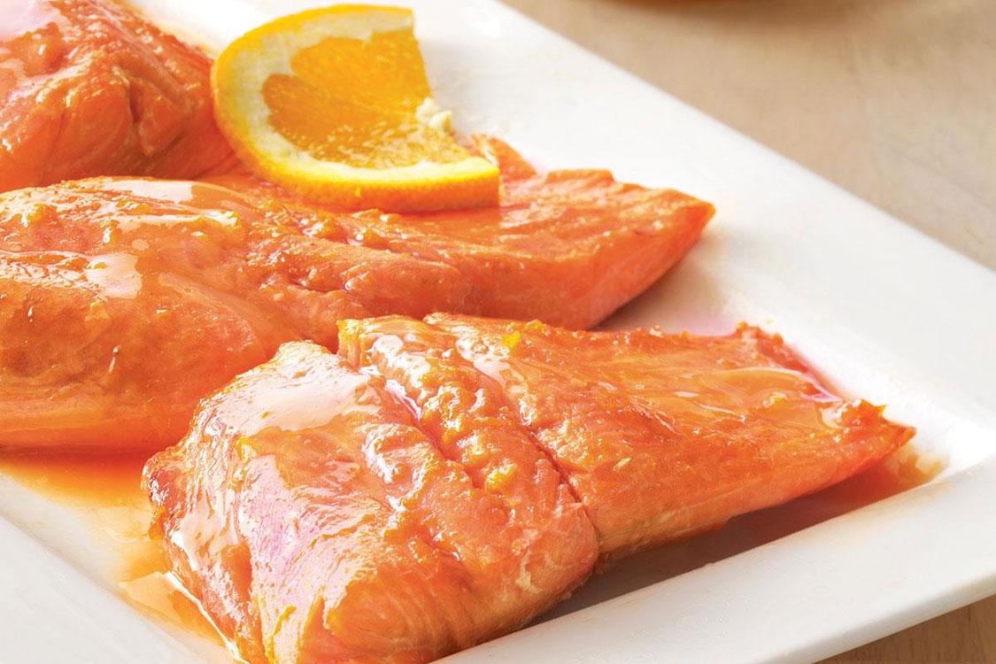 Já experimentou provar uma posta de salmão com laranja?