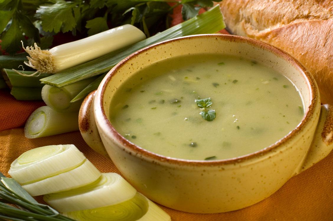 Sopa de alho-francês quentinha para este inverno