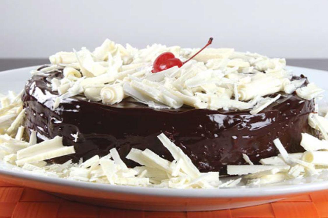 Senti amor à primeira vista por este bolo de chocolate com laranja!