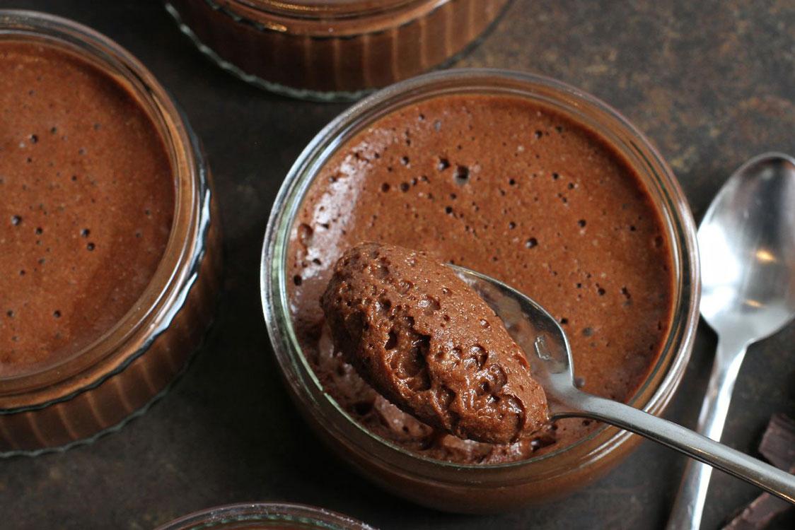 Procura por uma mousse de chocolate saudável? Encontre-a aqui!