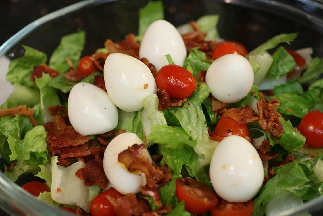 Salada de ovos de codorniz