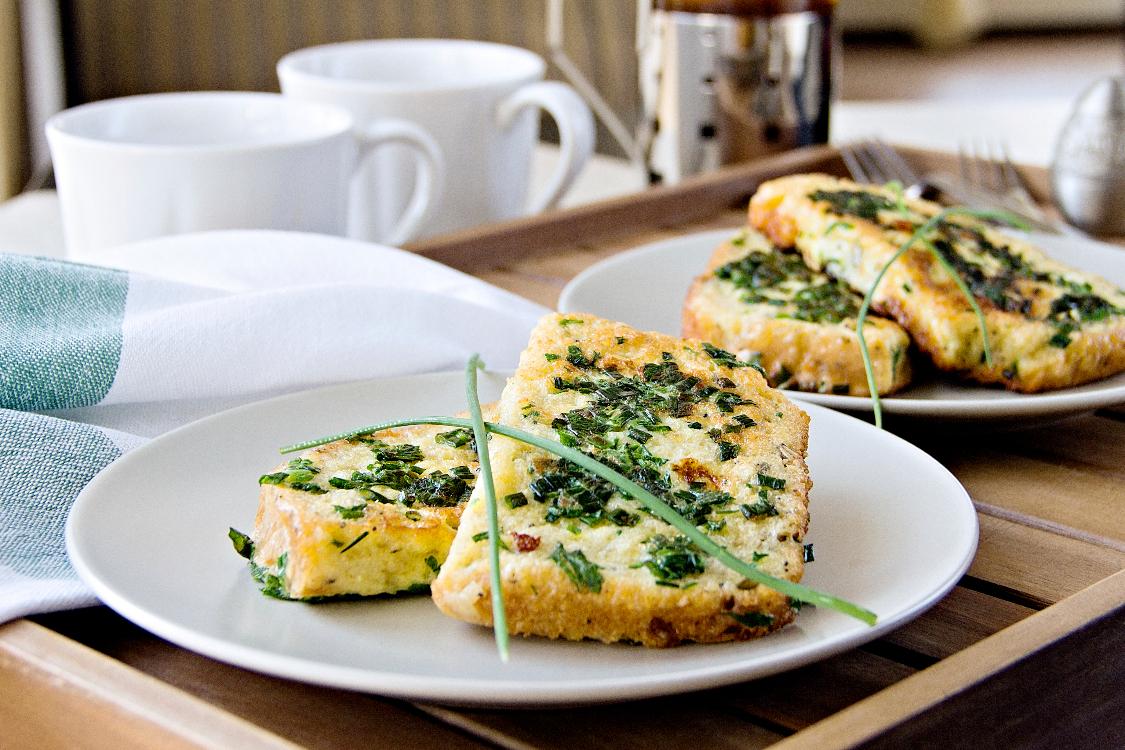 Tosta francesa com ervas aromáticas