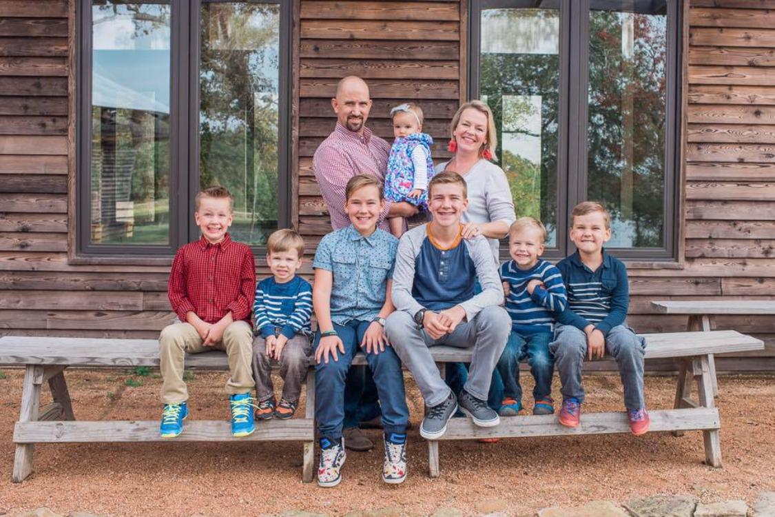 Uma família de seis irmãos recebe a mais nova irmãzinha tão desejada… e comove as redes sociais!