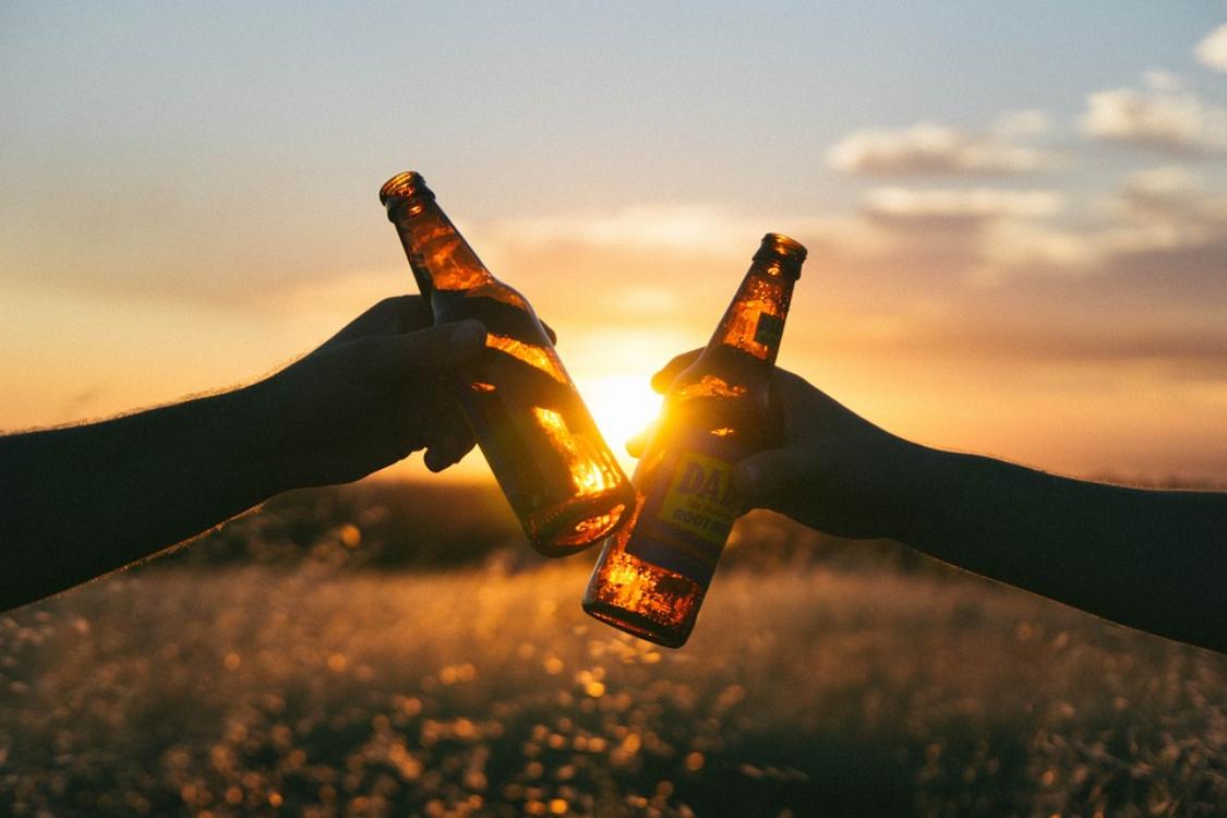 Cientistas confirmam: o álcool ajuda-nos a falar estrangeiro!