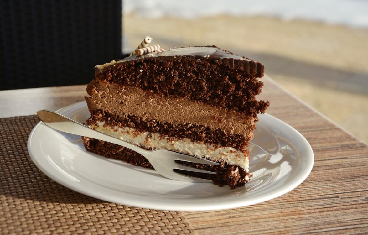 Comer bolo de chocolate ajuda a emagrecer!