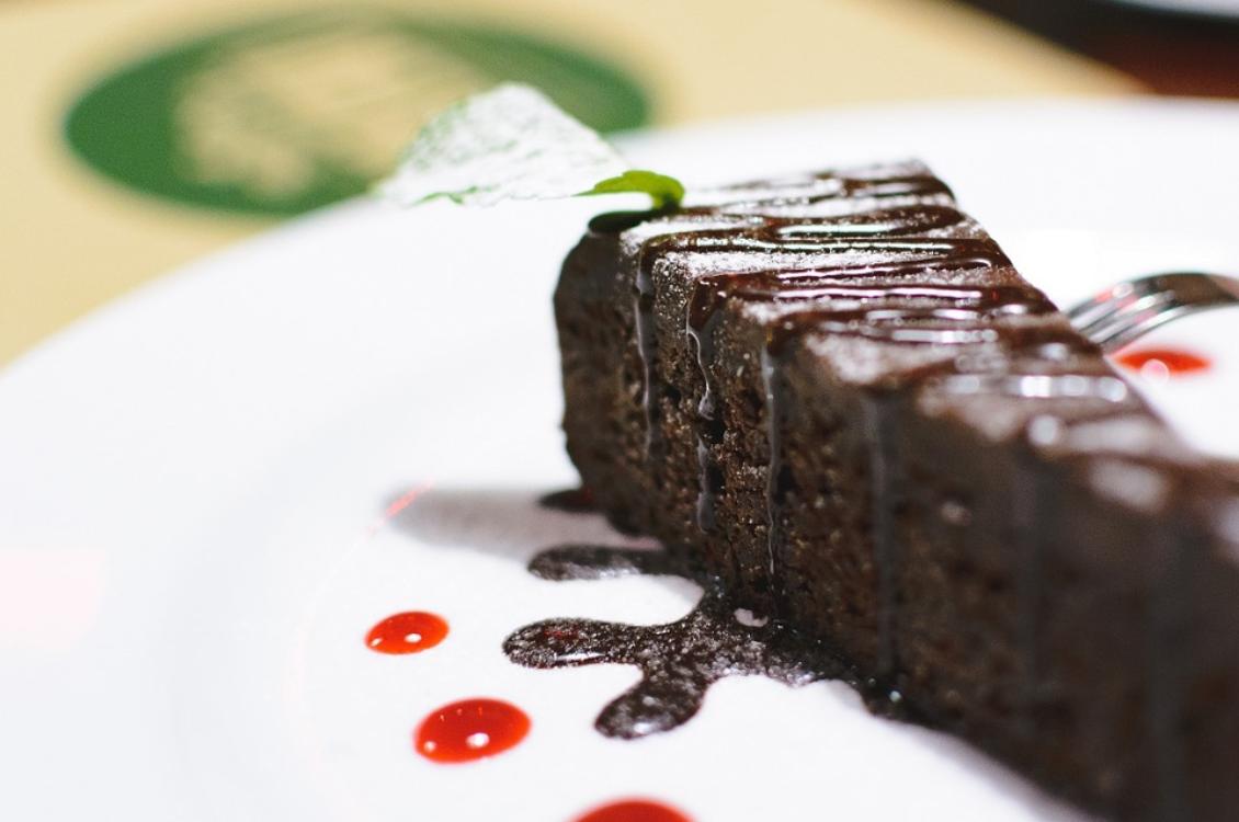 Esta receita de bolo de chocolate só demora 7 minutos até ficar pronta!