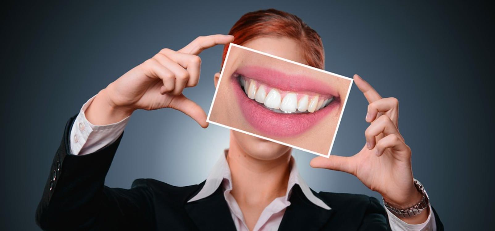 Quer ter um sorriso mesmo lindo? Estes 7 alimentos ajudam!