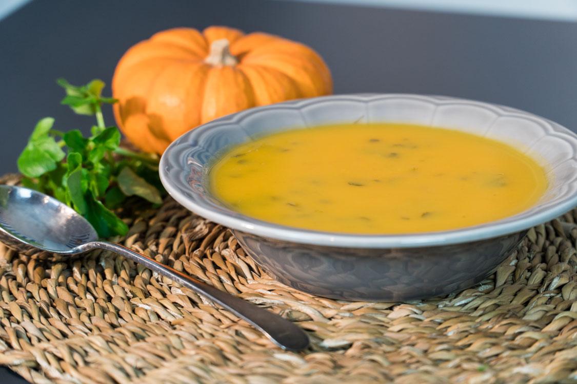 Receita de sopa de agrião e abóbora sem batata para o Halloween!