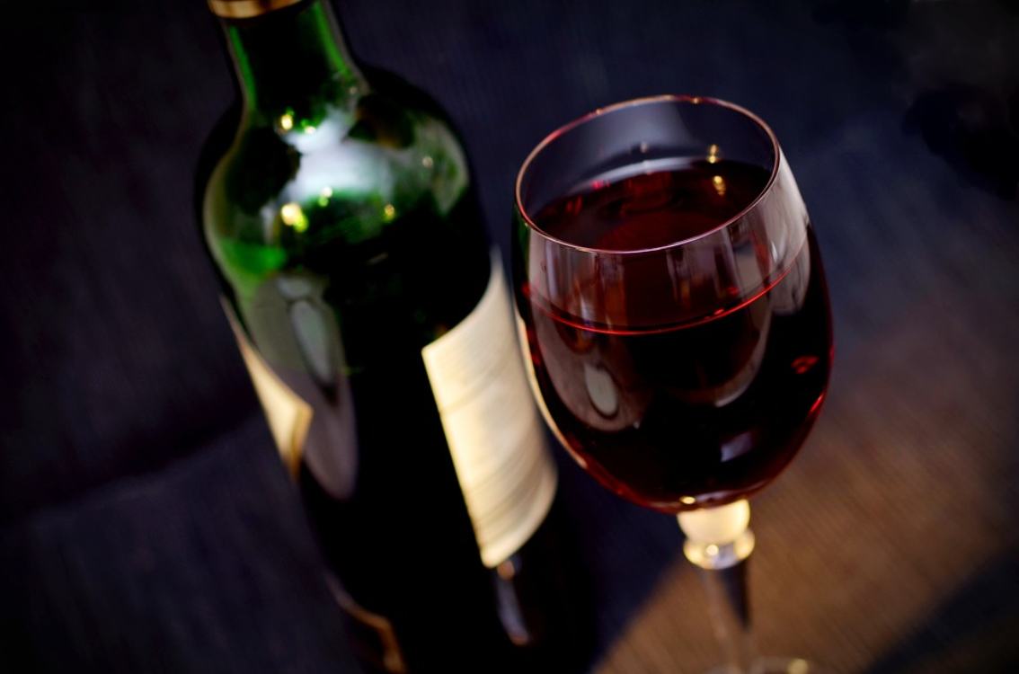 Beber vinho antes de dormir ajuda a emagrecer!